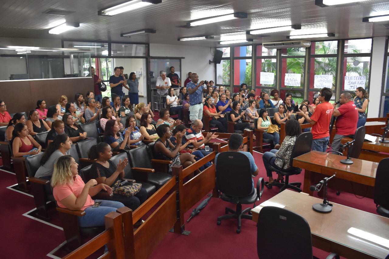 Professores retornam ao trabalho após reunião com liderança de governo