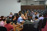 Vereadores apreciam projetos em reunião de comissão